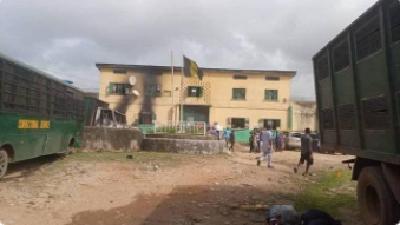 尼日利亚一监狱遭袭800多人越狱