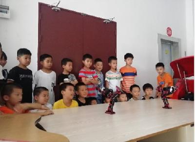 罗田县青少年活动中心带领学员参观科技馆