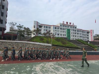 罗田县三里畈高中开展2019级新生军训