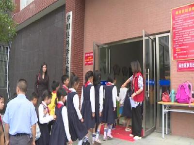 罗田县科协组织210名留守儿童参观科技馆