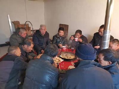 三里畈市場監管所開展春節慰問貧困戶活動