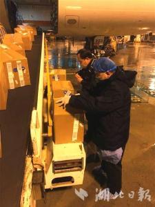 武漢海關驗放1萬件海外捐贈防護服