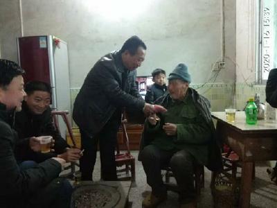 羅田縣衛健局開展走訪慰問高齡空巢特困老人活動