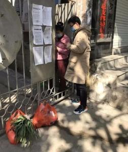 一线 | 罗田城区居民在家下单 防控工作人员跑腿代购