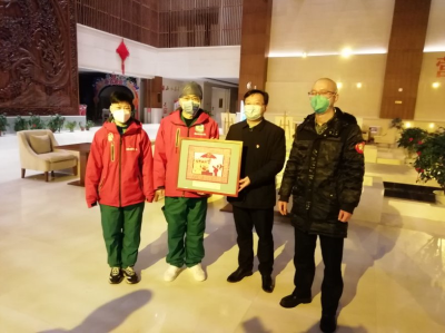 縣委委員余宏波看望慰問湖南外援醫療隊員