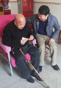 罗田县林业局开展敬老爱老活动