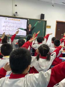 县实验小学举行全县小学音乐优质课角逐