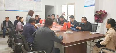 咸宁市咸安区教育局到大河岸镇兴顺校车服务有限公司考察交流