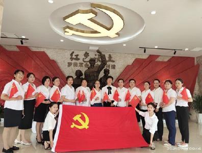 县妇联、县巾帼创业协会开展党史教育
