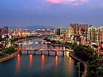 霓虹灯下的一河两岸