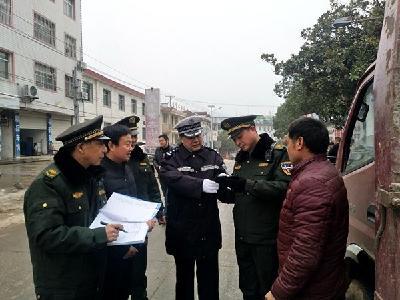 湖北房县:警监联合保安全