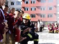 房县开展消防演练活动进校园