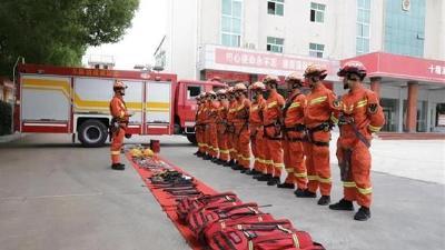 房县消防开展山岳救援科目训练
