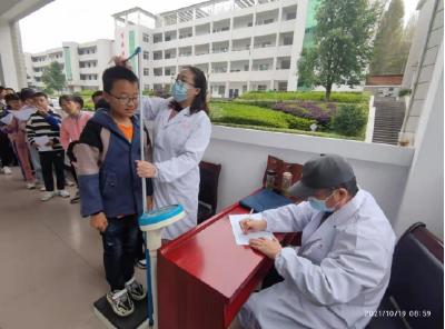 快乐体检、健康成长——七河中学开展学生健康体检活动
