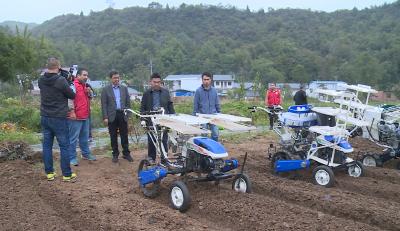 湖北省丘陵山区蔬菜机械化现场演示在房县举行