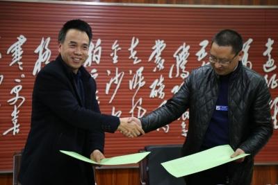 湖北民族学院科技学院与恩施市中心医院签订合作