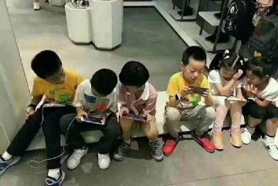 国家卫健委:应避免学龄前儿童使用手机和电脑