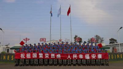 丹江口籍维和战士李志强和战友向全国人民拜年