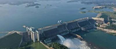 丹江口水利枢纽今年首次泄洪