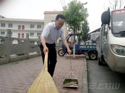 竹山县环保局集中整治环境卫生