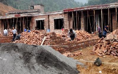 縣領導慰問一線建設工人