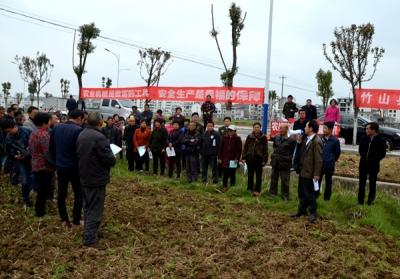 竹山:让农业机械化为春耕生产发力