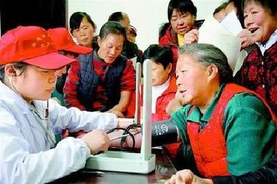 """柳林乡卫生院""""送健康、送政策、送服务""""到贫困户"""