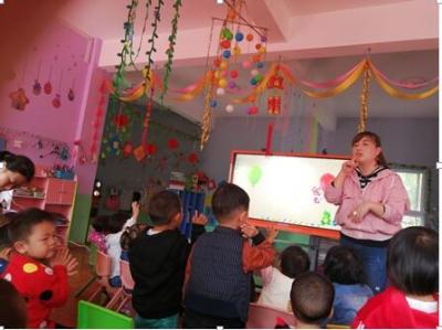 上庸镇东风幼儿园开展课内比教学活动