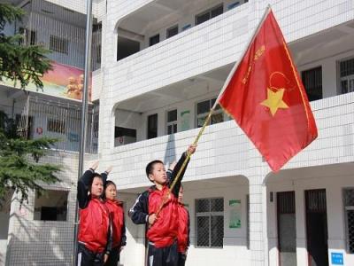 实验小学:庆祝中国少年先锋队成立69周年