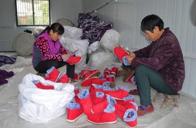 小棉鞋带动贫困户增收