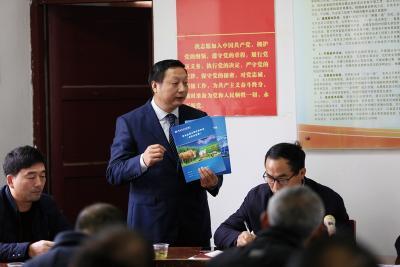 老龔的堅守——記竹山農商銀行官渡支行客戶經理龔國峰