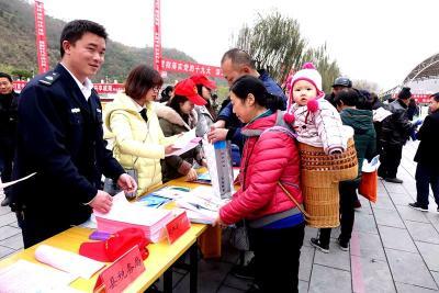 县文体新广局:积极参与宪法日法制宣传