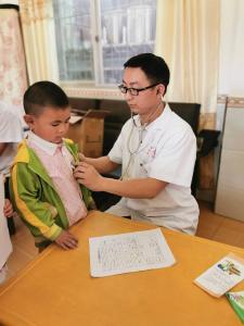 秦古镇中心幼儿园组织幼儿进行健康体检