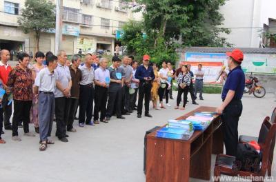 上庸镇:国土分局开展第29个全国土地日宣传活动