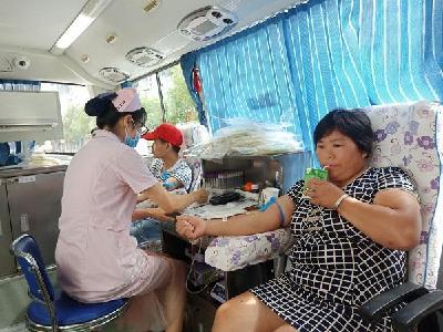 楼台乡:干群踊跃献血 引领文明新风