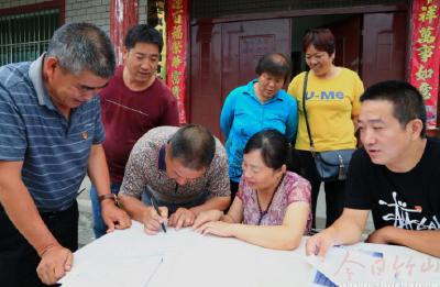 城关镇:惠农补贴宣传进村入户