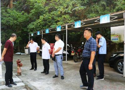 深河乡:多部门联动呵护校园安全