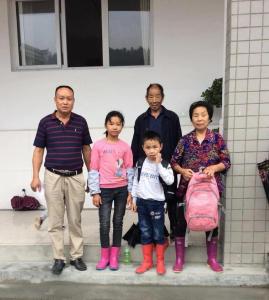 竹坪乡:多方帮扶让贫困学生重返校园