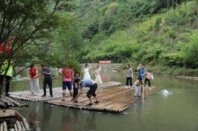 竹山县国庆长假实现旅游收入7036万元