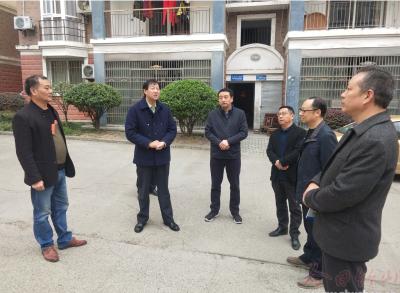 """唐澤斌調研""""三無小區""""物業管理工作"""