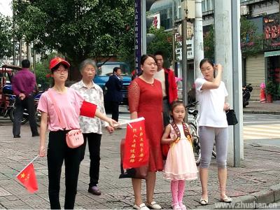 竹山县开出首例行人横穿马路罚单