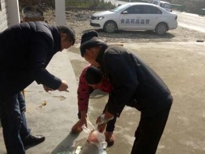 文峰乡市场监管所:主动作为 保障腊梅文化节食品安全