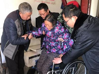 縣市場監管局:送輪椅 暖人心