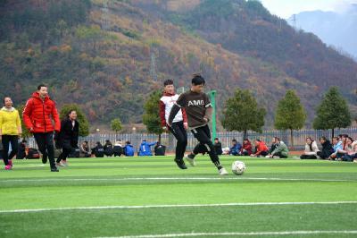 柳林乡:放飞足球梦想 争做阳光少年