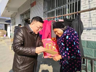 得胜镇:迎新春送温暖  节前慰问聚民心