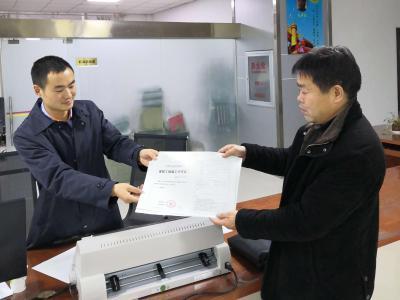 县行政审批局:颁发首张建筑工程施工许可证