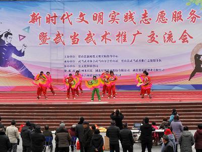 大街社区老年志愿者载歌载舞庆元旦