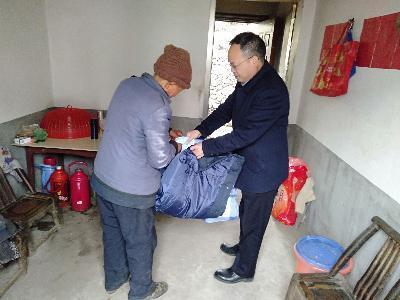 """竹山生态环境分局:组织干部扎实开展""""三同""""活动"""