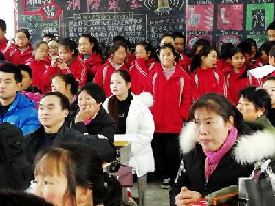 潘口中学:学生家长同上安全教育课