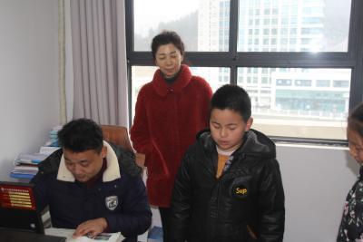 十堰市语委来恒升小学检查语言文字工作达标建设